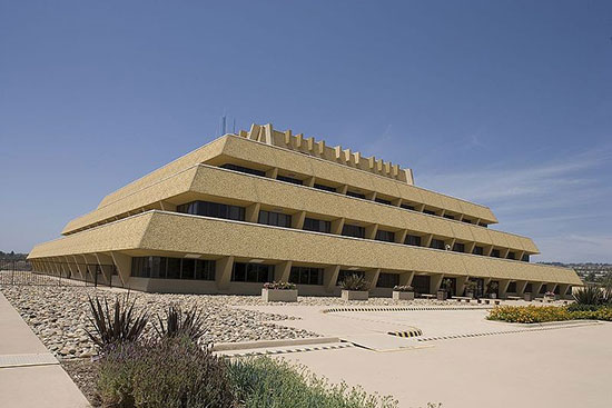 Chet_Holifield_Federal_Building