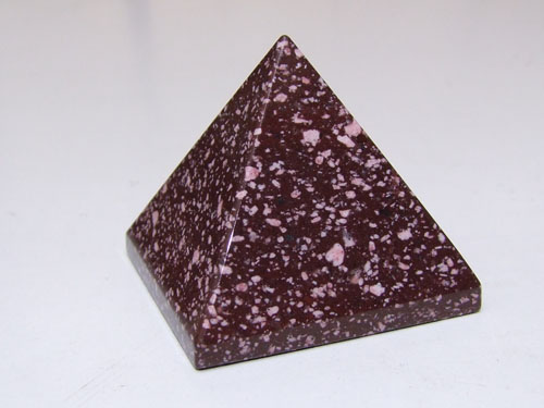 Porphyre_Imp_Rouge_Pyramide_1